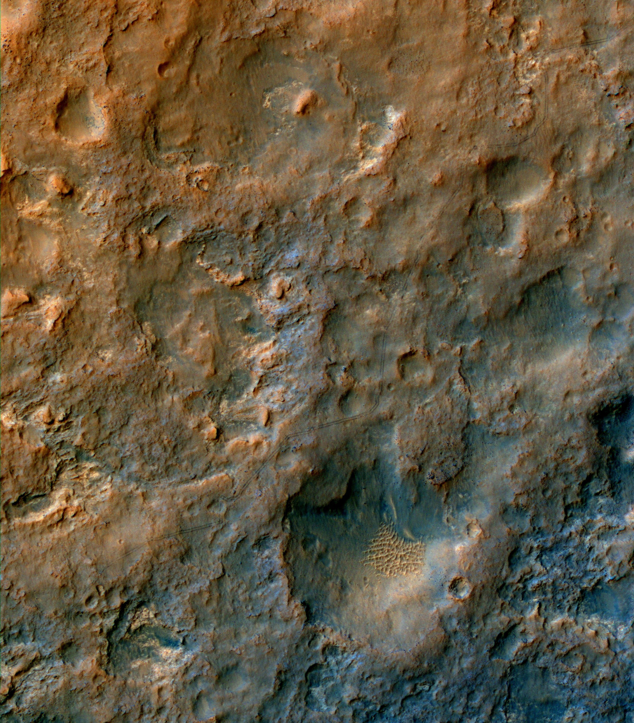 pia17754_hirise_of_tracks_dec2013 tr