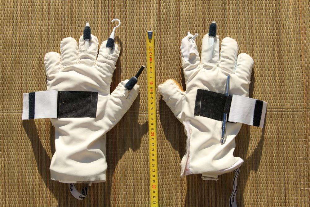 14 02 24 - 15h 35m 33s - les gants de scaphandre r