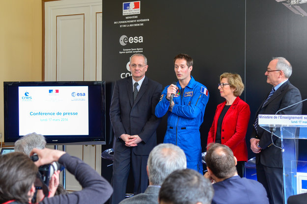 Press_conference_announcing_the_assignment_of_Thomas_Pesquet_to_a_long-duration_mission_to_the_ISS_node_full_image