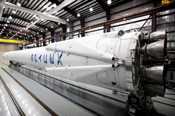 Le Falcon9 est désormais équipé des jambes autorisant le retour du premier étage.