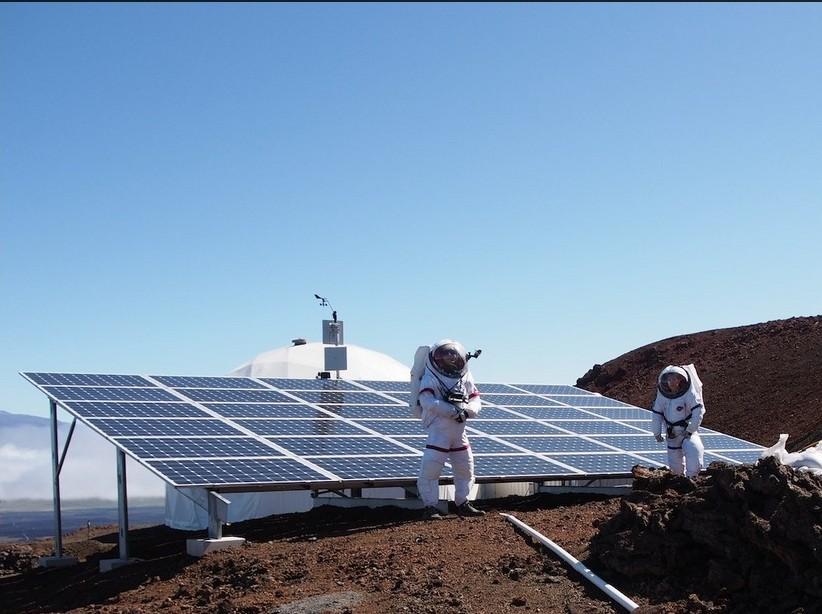 4160012 EVA devant panneaux solaires Tiffany Swarmer