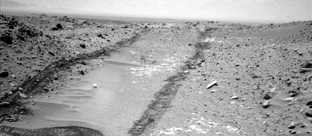 Mars-Curiosity-rover-tracks-Bonanza-King-Sol709-Left-Navcam-PIA18597-MAIN-br2