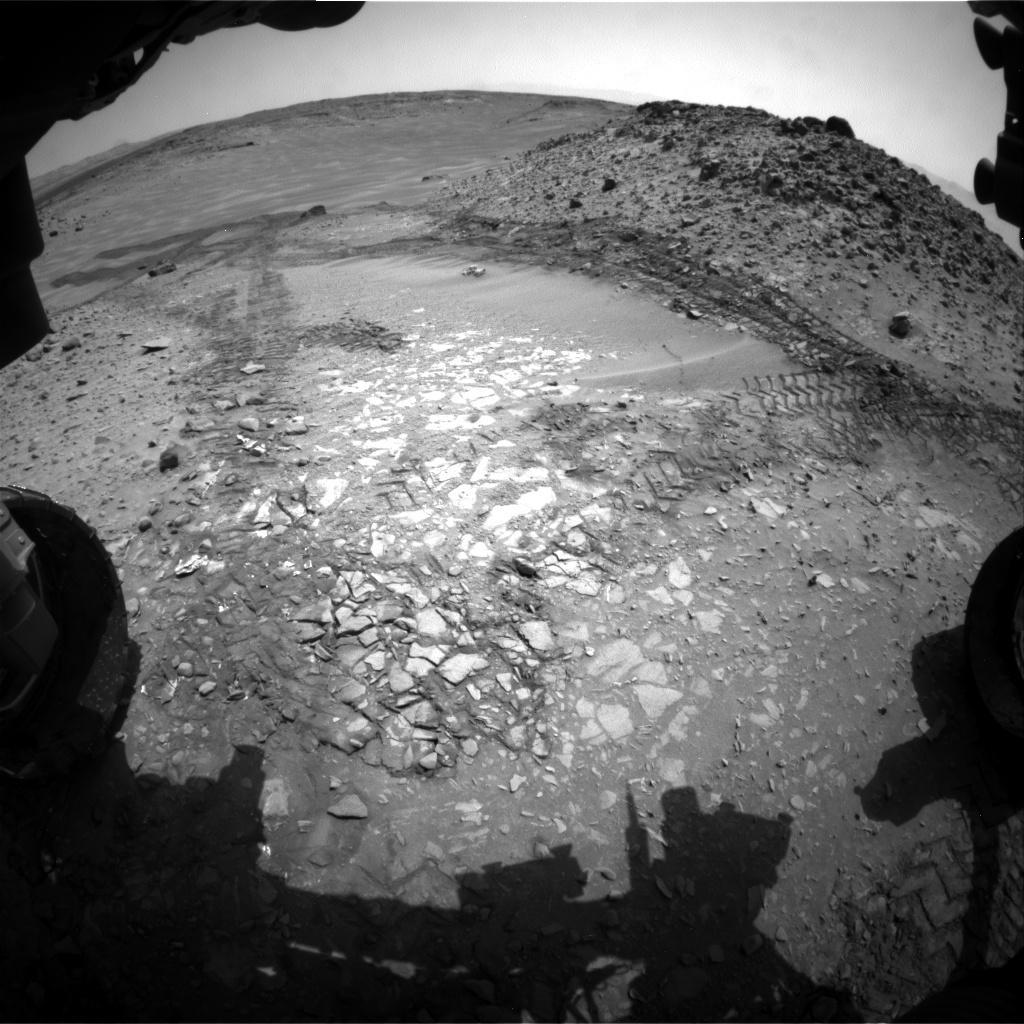 Mars-Curiosity-rover-tracks-Bonanza-King-Sol719-Front-Hazcam-PIA18600-br2
