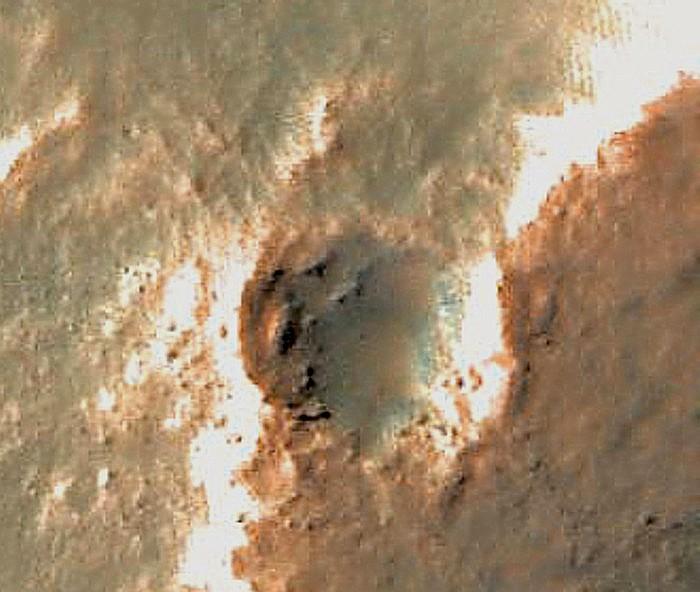 Le-cratère-depuis-lorbite