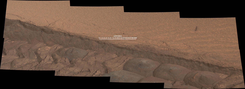 mars-curiosity-rover-lazer-shots-wheel-tracks-labeled-pia18882-full r