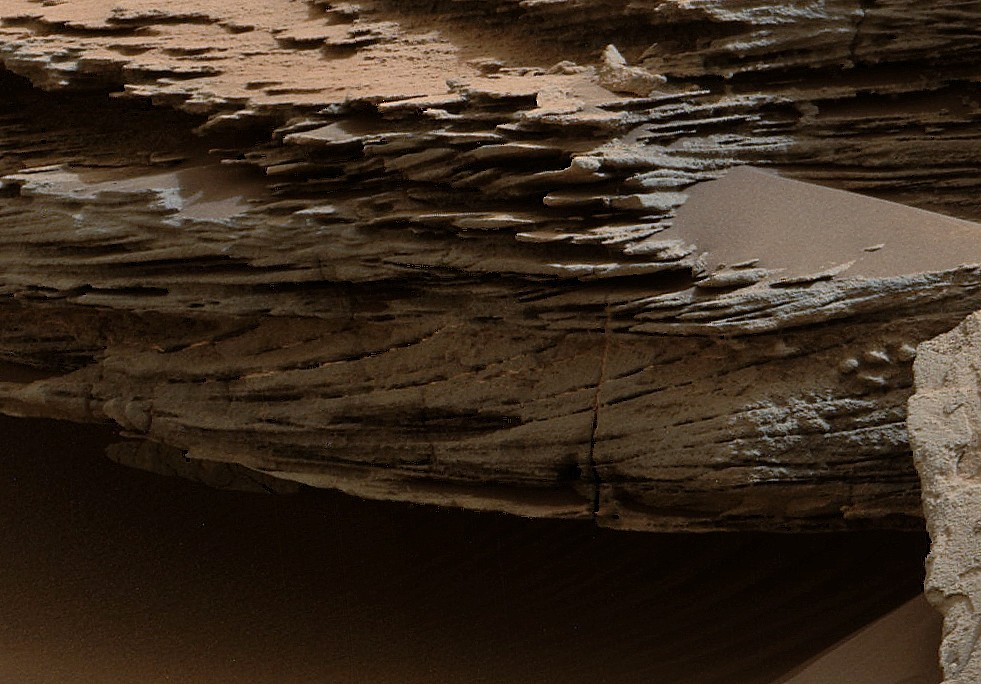 mars-curiosity-rover-water-loose-bed-layer-whale-rocks-pia19076-full détail