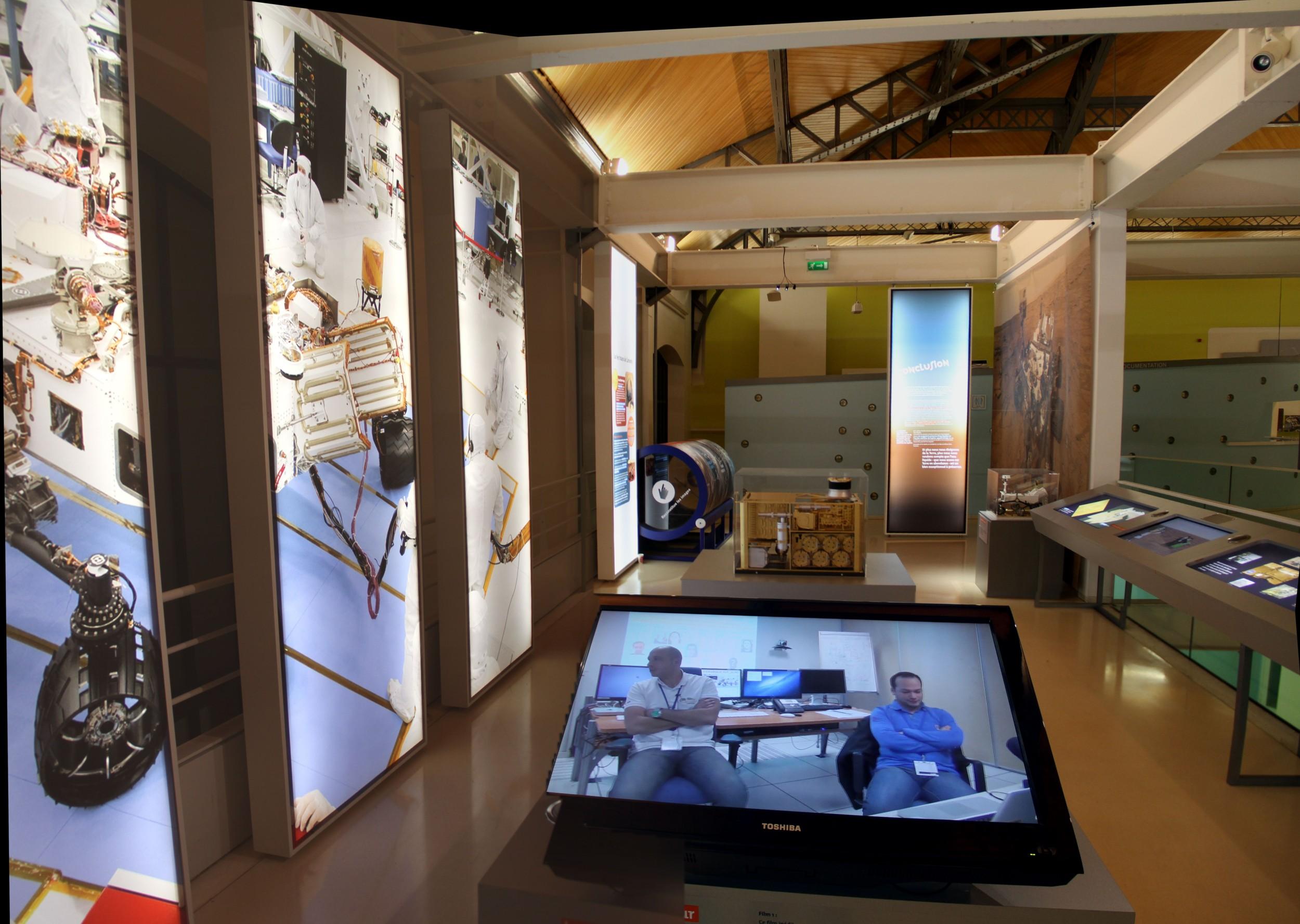 14 12 18 - 17h 49m 40s - Expo l'eau sur Mars pavillon de l'eau_stitch rec